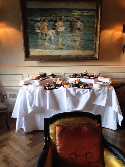 Nibbles in the Piano Bar at the Residence Members Club